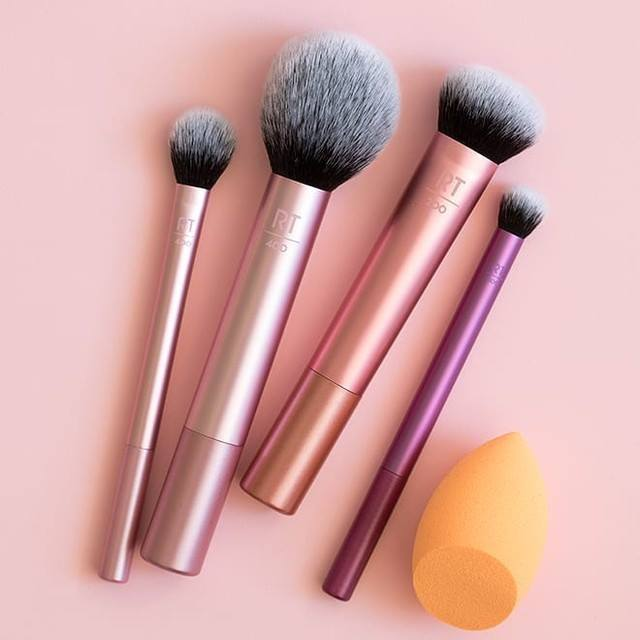 5 must-have makeup brushes